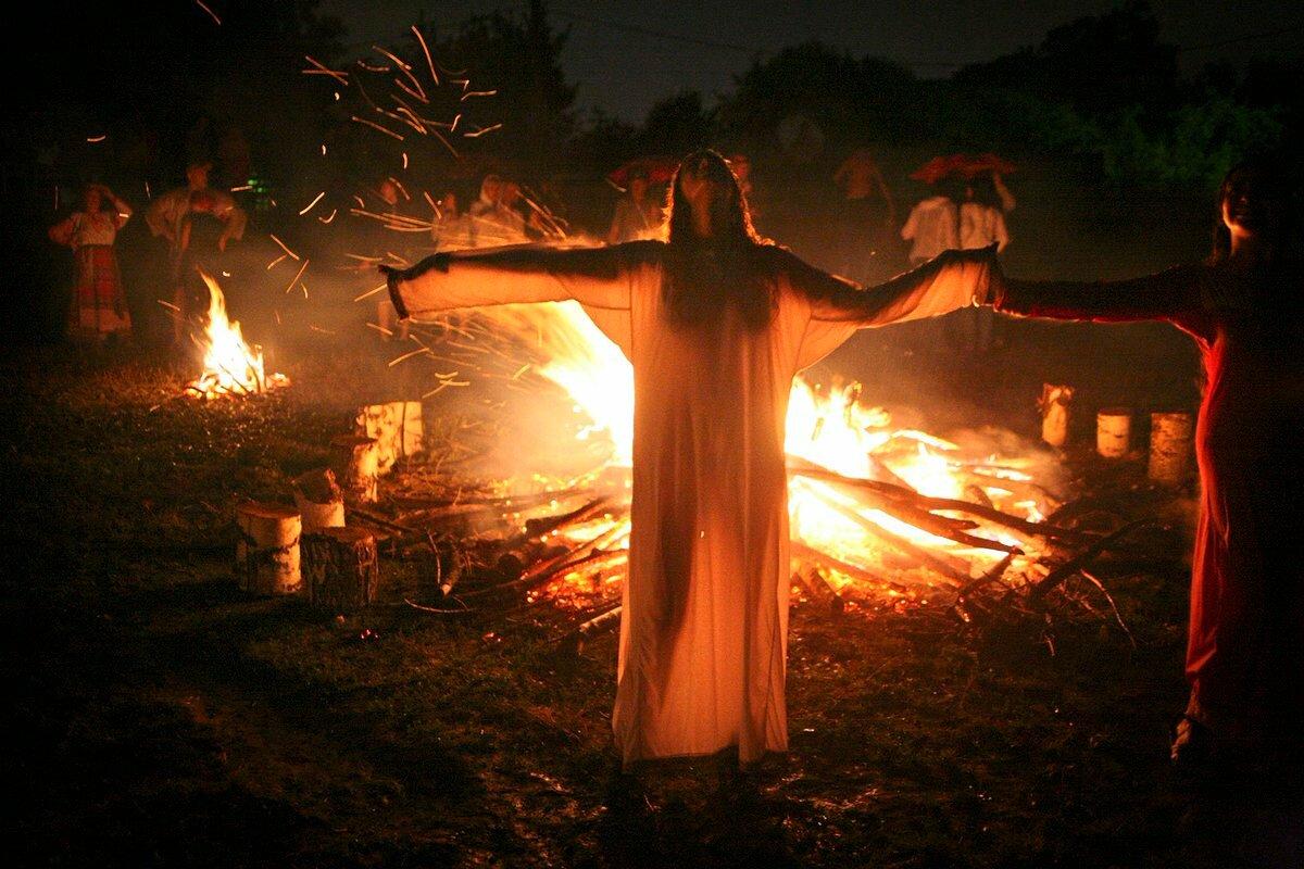 Деревенская магия: колдовство, заговоры, шепотки