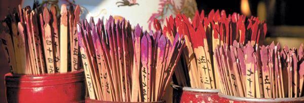 Как погадать на любовь, рисуя палочки на бумаге?