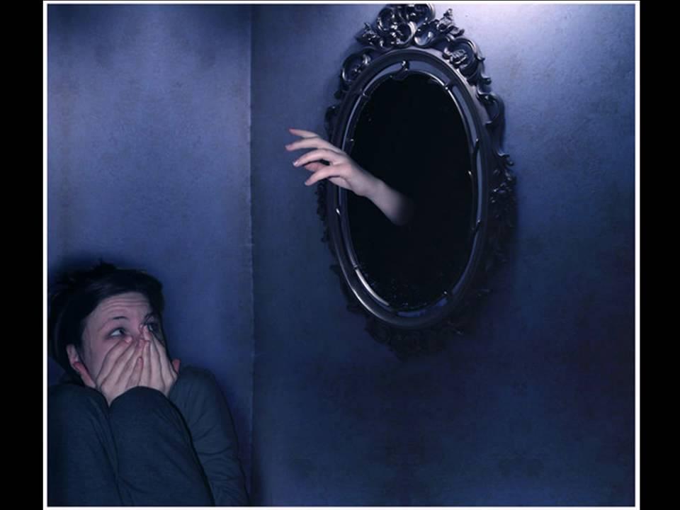 Разбитое зеркало: случайно, к чему, примета