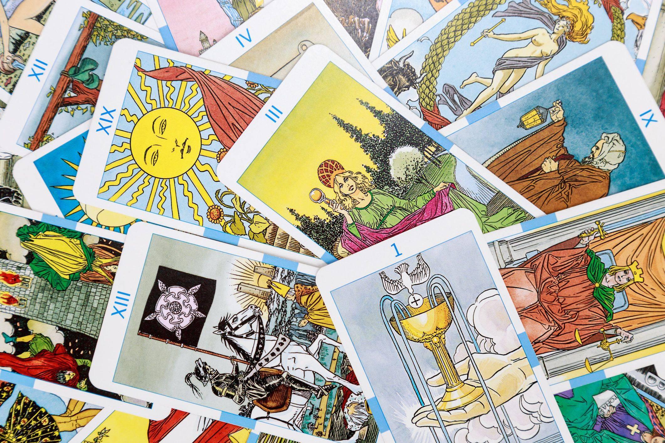 Таро и грех: опасно ли гадать на картах таро, последствия