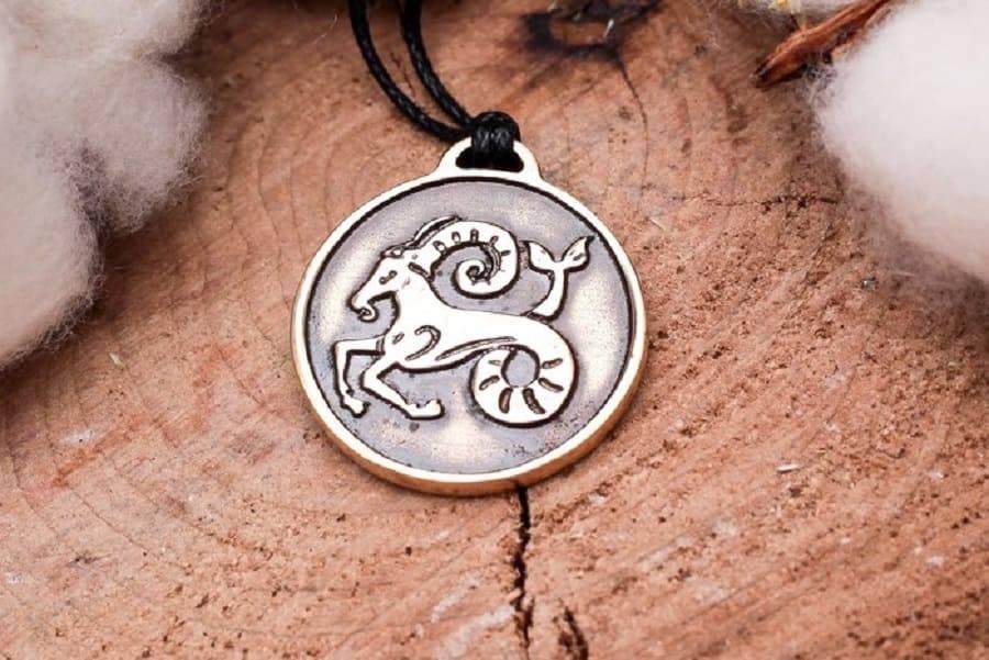 Камень козерога: для женщин и мужчин по дате рождения, какие талисманы подходят по гороскопу, выбор амулета по предназначению