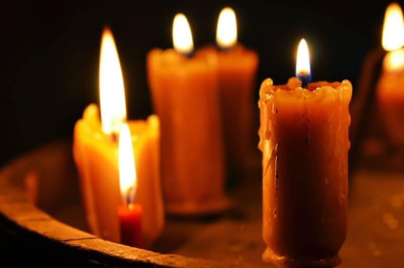 Приворот на парня в домашних условиях на свечах
