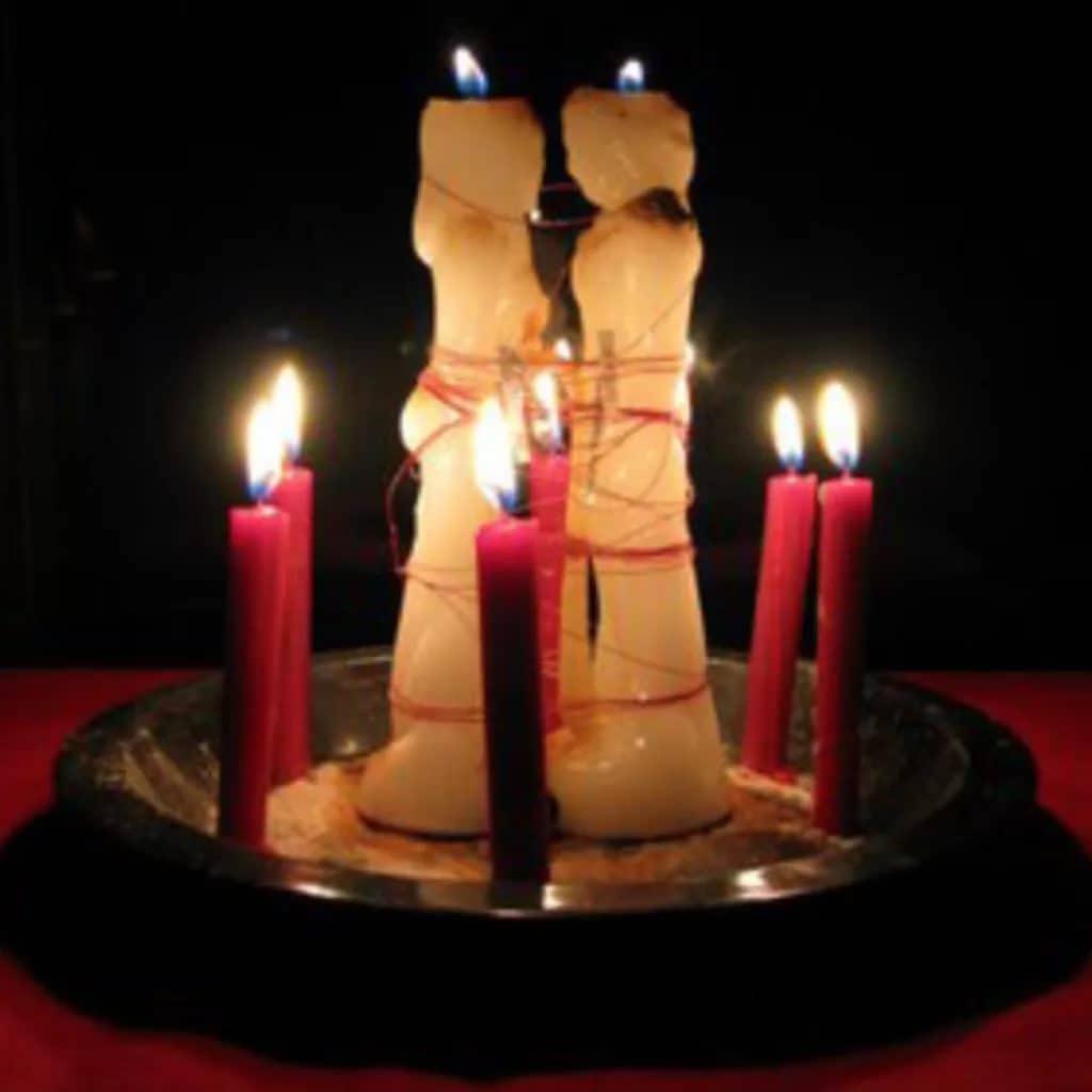 Какие бывают привороты на две скрученные свечи
