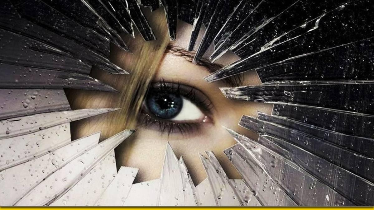 Почему нельзя смотреть в разбитое зеркало — плохая примета