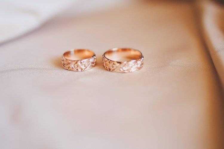 Должны ли обручальные кольца быть одинаковыми