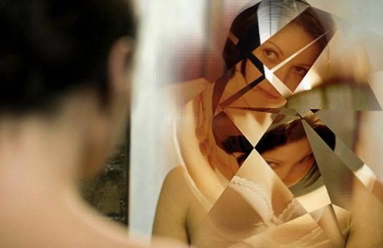 Плохая ли примета разбить зеркало?