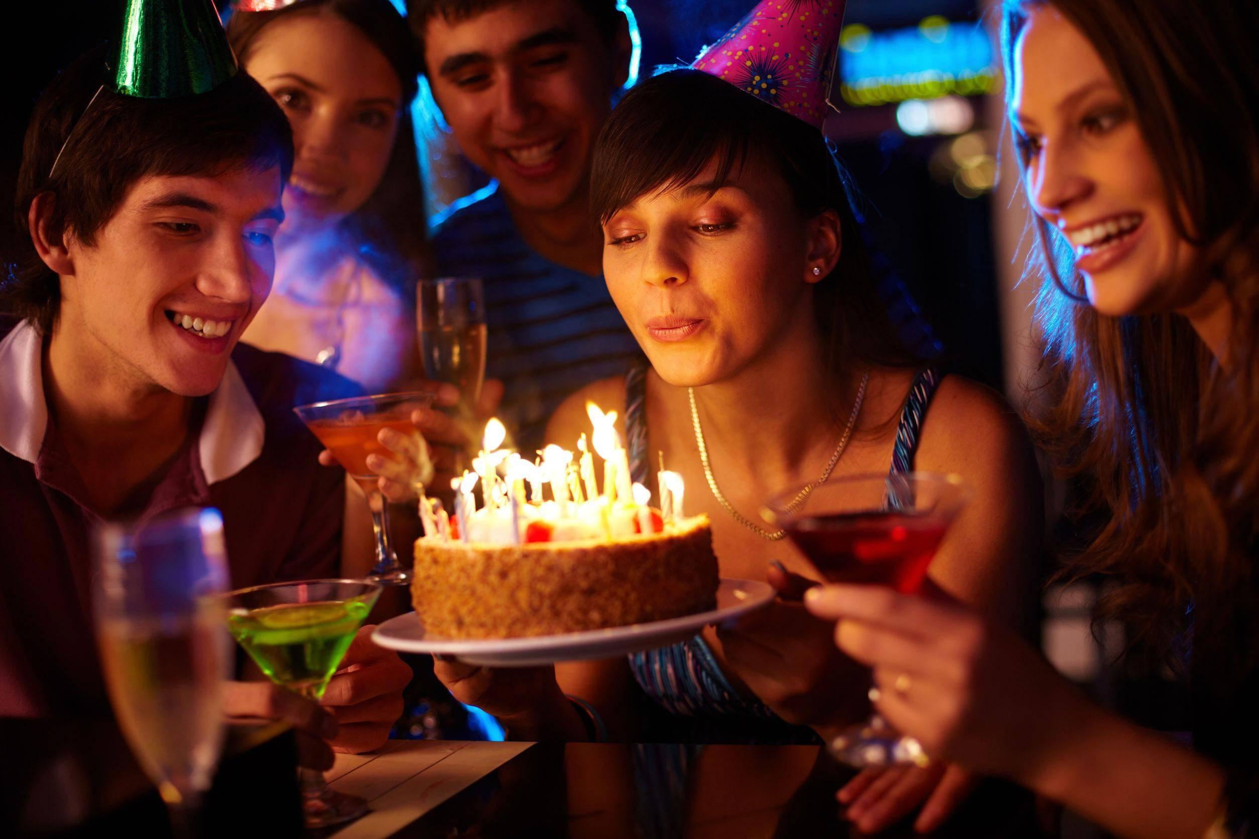 Приметы на день рождения: что нужно, а что нельзя делать