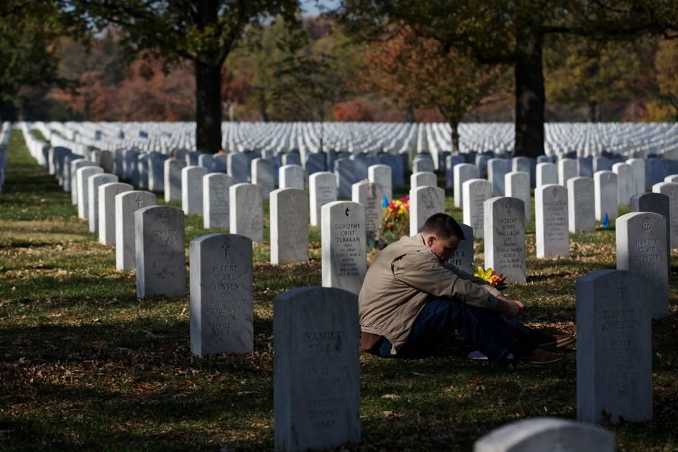 К чему снится кладбище: толкование по различным сонникам