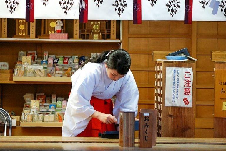 Нэцкэ - фигурки из японии: значение, история, виды и материалы