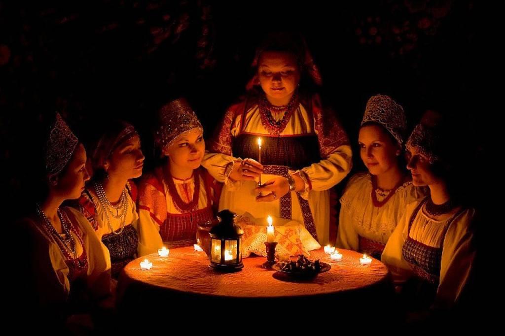 Гадания на святки в 2019 году: с зеркалами на суженого, на будущее. святочные гадания
