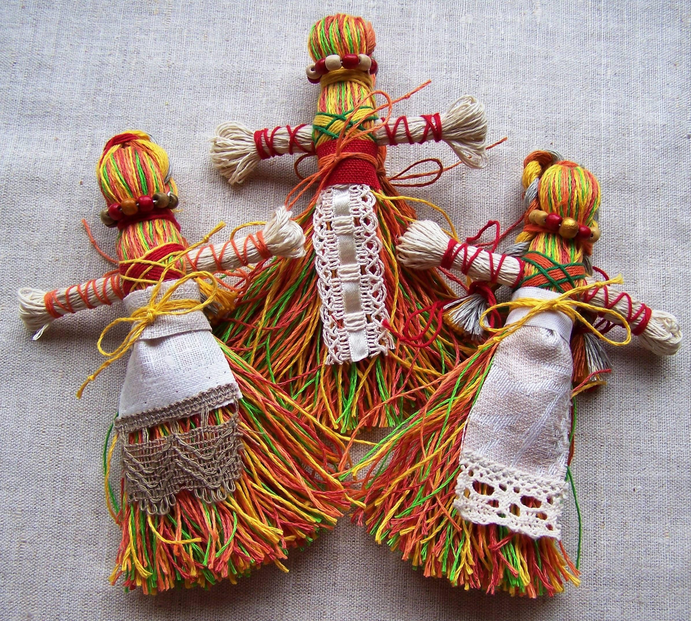 Куклы мотанки как их делать. создание куклы-мотанки своими руками: в чем секрет древнего оберега? оформление тела куклы-берегини