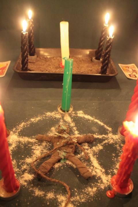 Приворот на восковых свечах