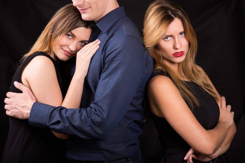 Как приворожить женатого мужчину на расстоянии: сильные заговоры на чужого мужа