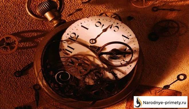 Найти часы: приметы, можно ли носить найденные на улице