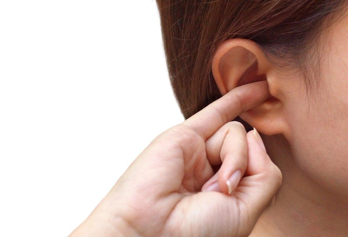 К чему чешется мочка правого уха: у мужчин, у женщин, как нейтрализовать негатив