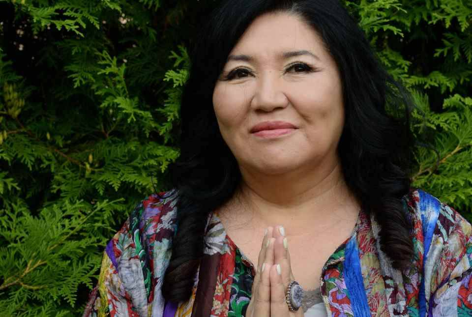 Экстрасенс ахметжанова кажетта - целительница и ясновидящая из казахстана