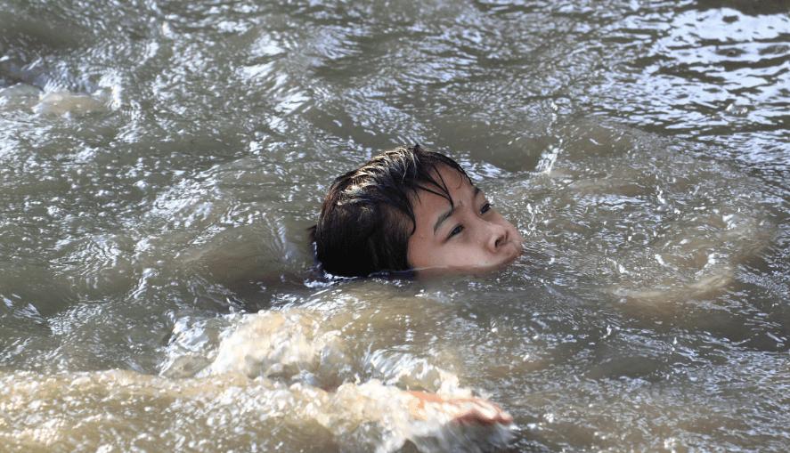 Море грязная вода