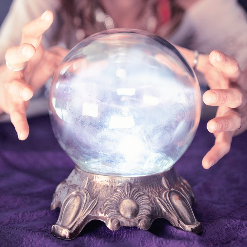 Магический хрустальный шар ясновидящего — выбор и гадание