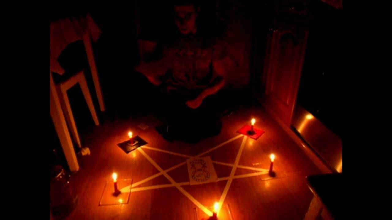 Как вызвать дьявола и заключить с ним сделку: особенности и история