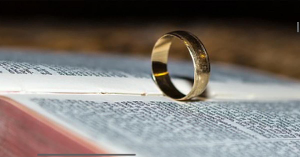 Разные заговоры на простое и обручальное кольцо