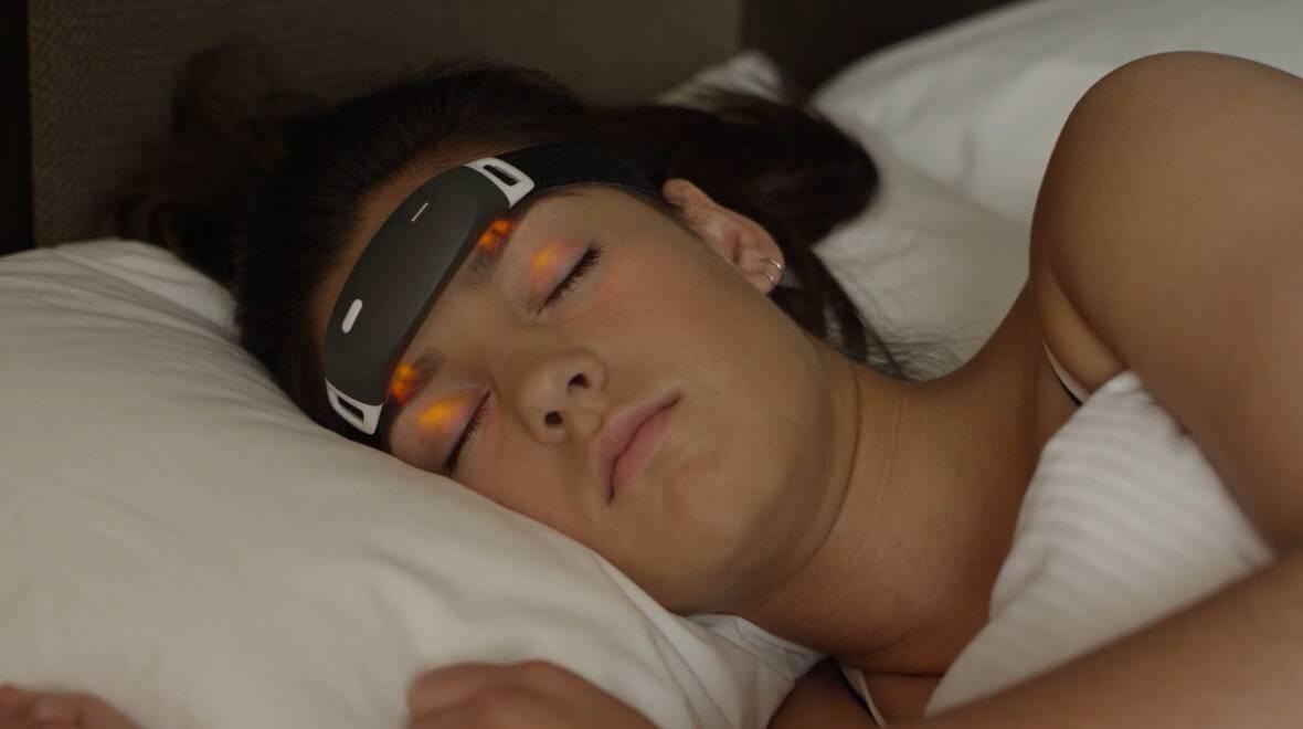 Маска для сна со светодиодами. маска для управления сновидениями и другие приборы для осознания снов