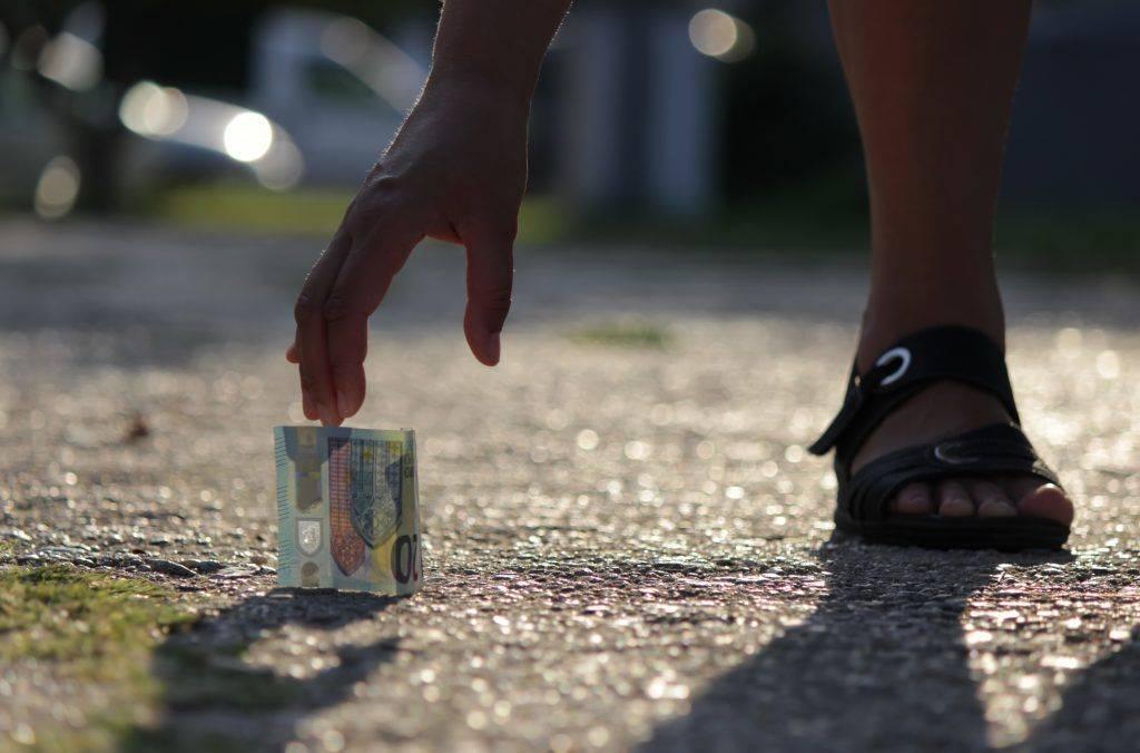 Потерять деньги — примета