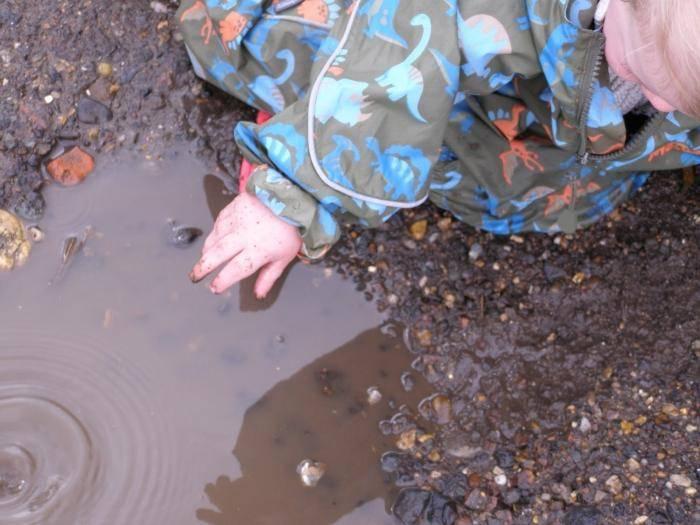 Разлить грязную воду