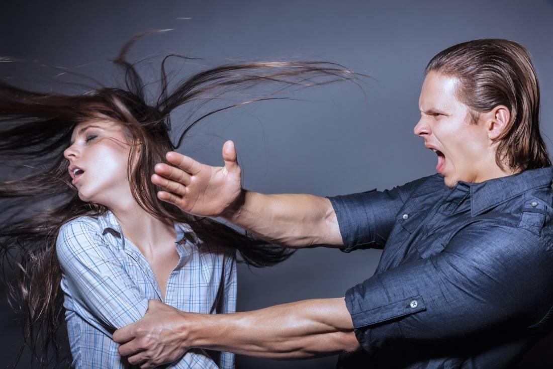 Самооборона для девушек и женщин: приемы, уроки в домашних условиях