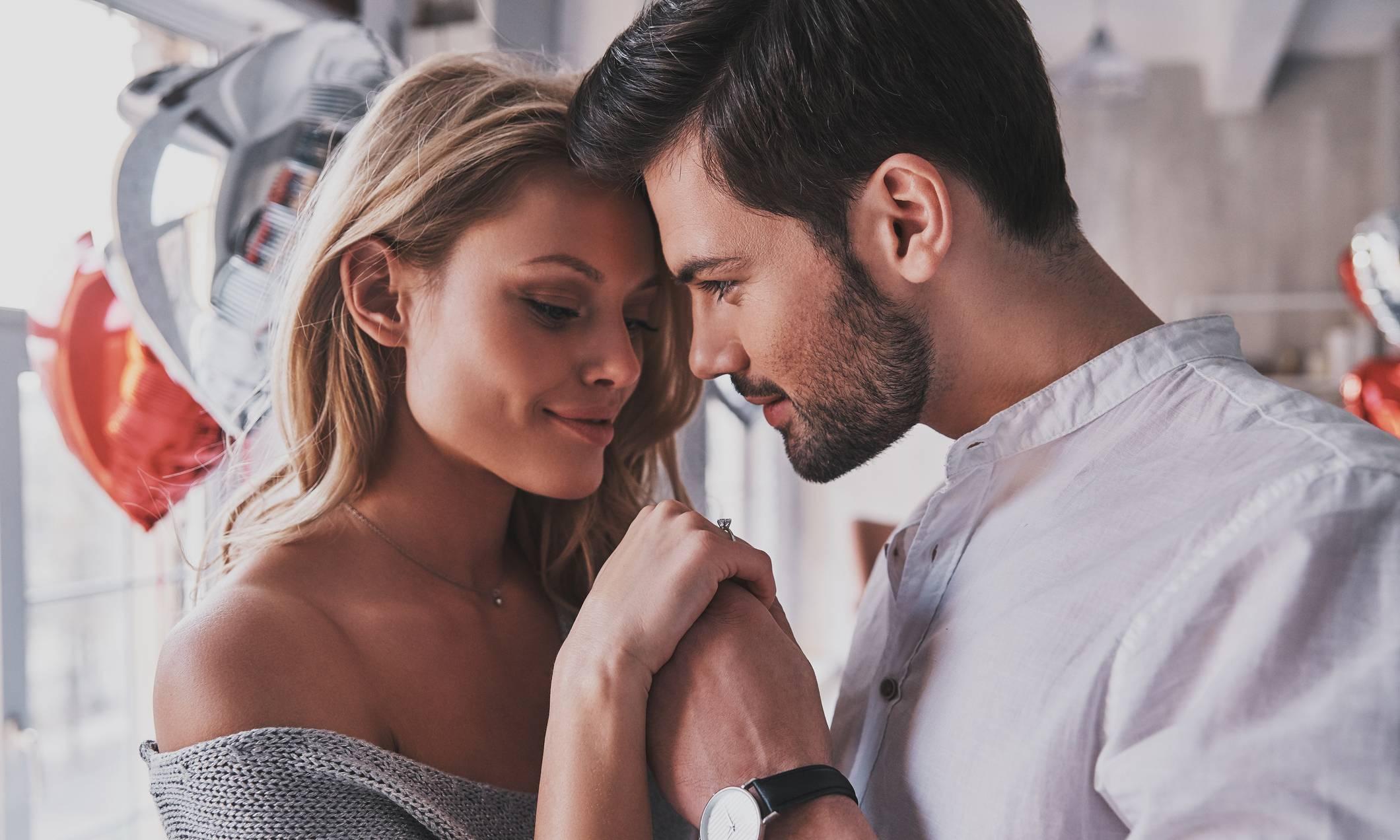 Как привязать к себе мужчину: 15 заговоров на любовь