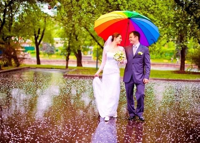 Дождь на свадьбу — примета хорошая или плохая?