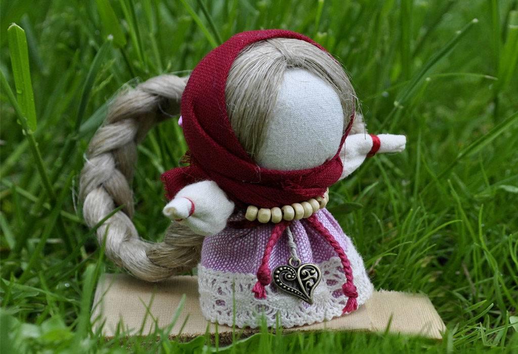 Кукла-оберег на счастье: значение, описание и мастер-класс по изготовлению своими руками, также нужна ли вышивка на женском виде наряда?