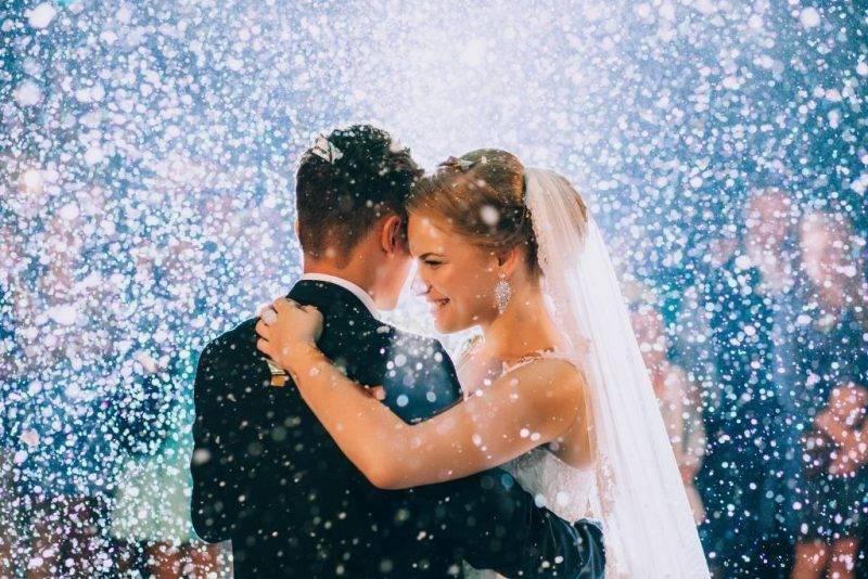 К чему идет дождь на свадьбу – примета, которая имеет значение