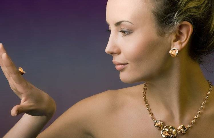 Можно ли дарить жемчуг на день рождения или на свадьбу женщине: хорошие и плохие приметы