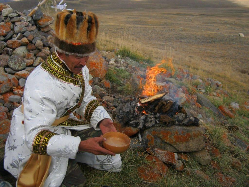 Шаманы алтая и других регионов сибири.