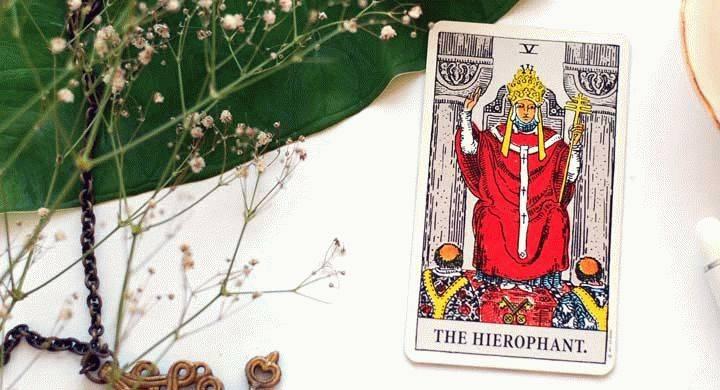Значение карты таро — иерофант (верховный жрец, первосвященник)