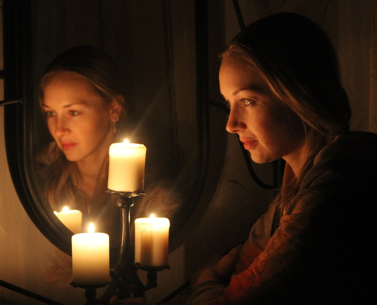 Приворот со свечой и зеркалом