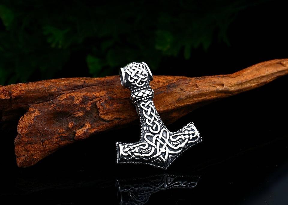 Амулет мьельнир (молот тора) значение в скандинавской мифологии