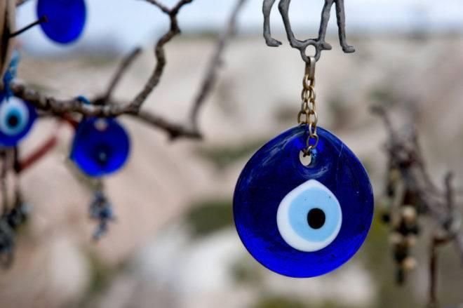Глаз от сглаза - турецкий глаз фатимы (назар) - как пользоваться талисманом