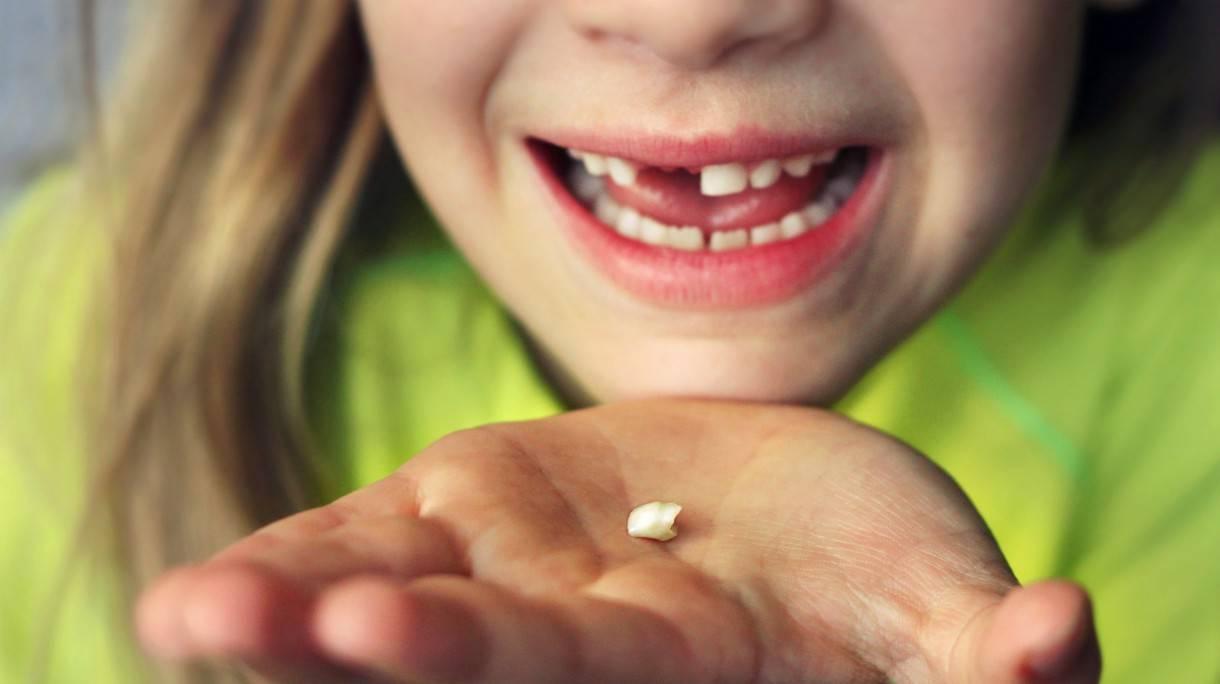 Поздравление с первыми зубками. стихи про первые зубки у малышей