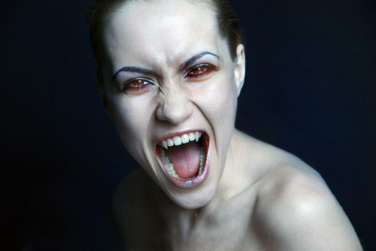Энергетические вампиры: как распознать и защититься?