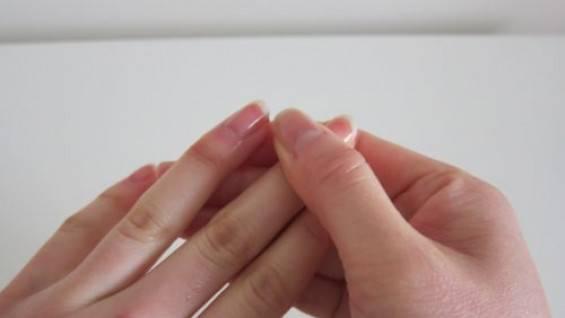 К чему чешется левое запястье руки, почему правое или оба, и толкование этой приметы по дням недели, а также совет, как правильно отреагировать на предзнаменование