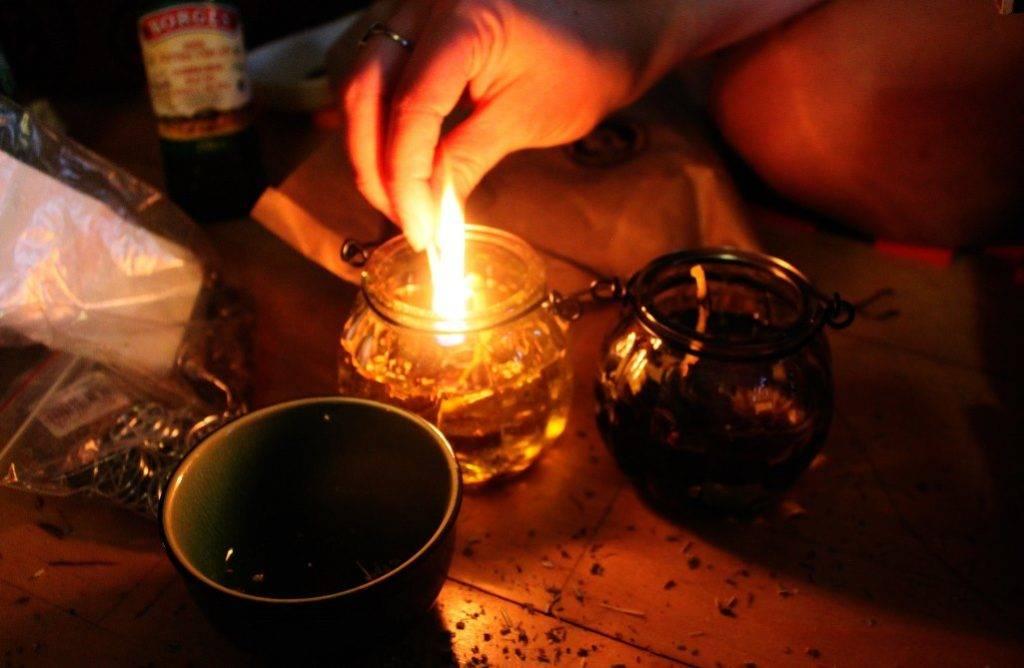 Как гадать на свече и воде?