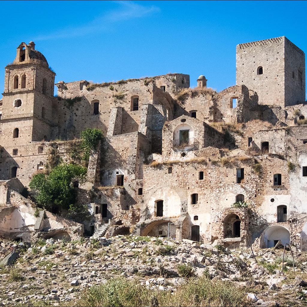 Монакьелли — потусторонние обитатели городов Италии