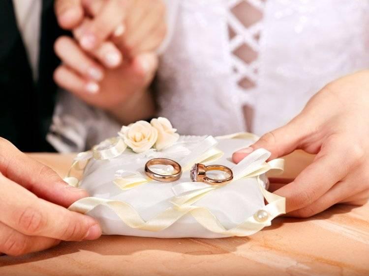 Приметы: свадебные кольца, что они несут