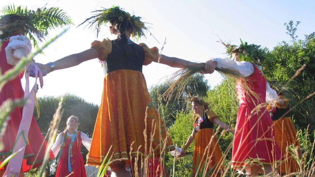 Святая троица 16 июня 2019 православный праздник: как праздновать, что можно что нельзя в этот день, народные приметы, заговоры и обряды