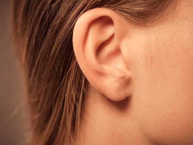 К чему по приметам чешутся уши: разбираемся в знаках судьбы