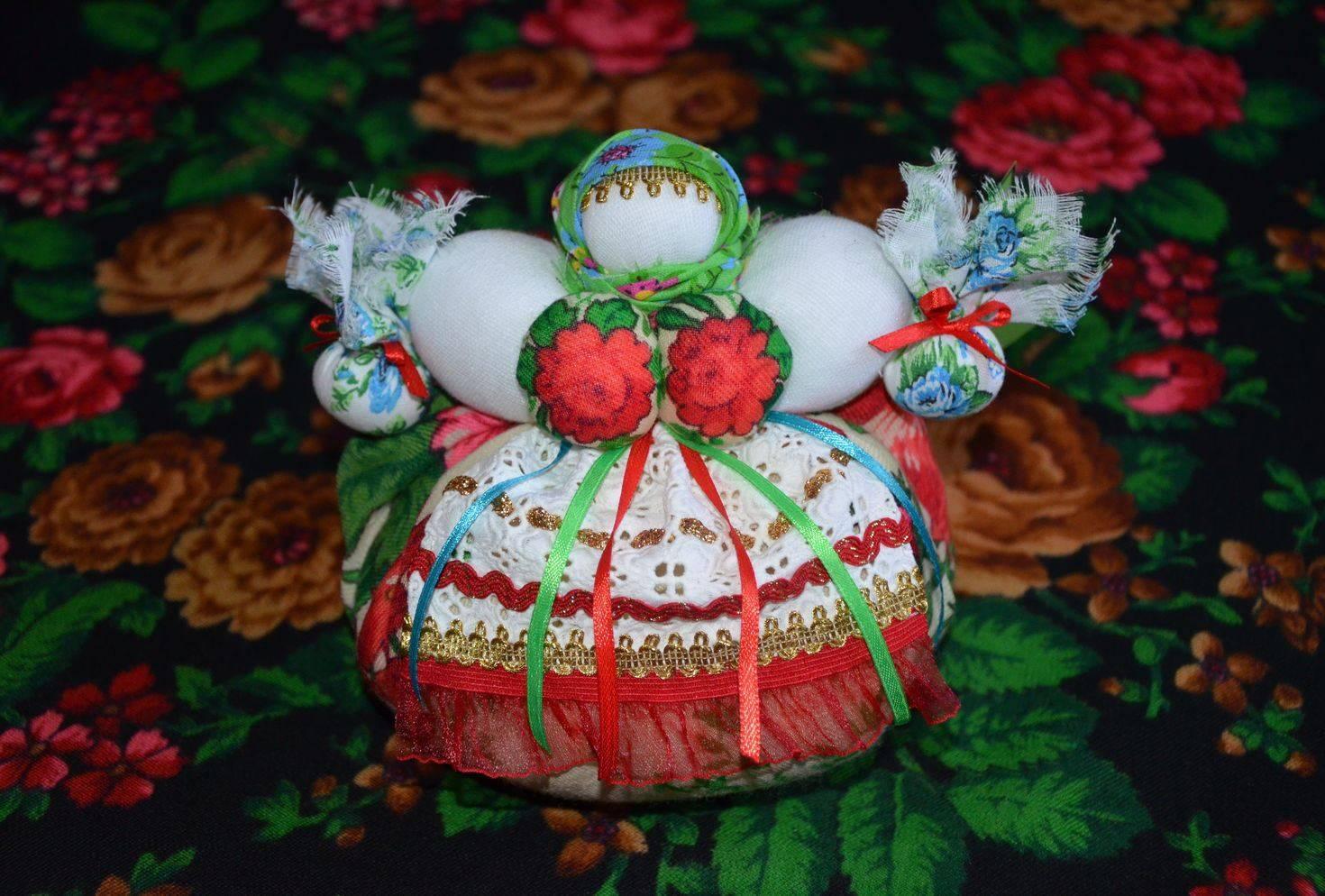 Роль куклы травницы в защите от негатива. как сделать оберег самому?