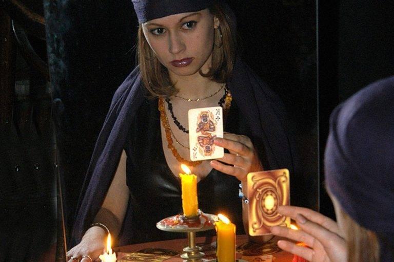 Гадание на 4 королей онлайн на игральных картах: значение и расшифровка