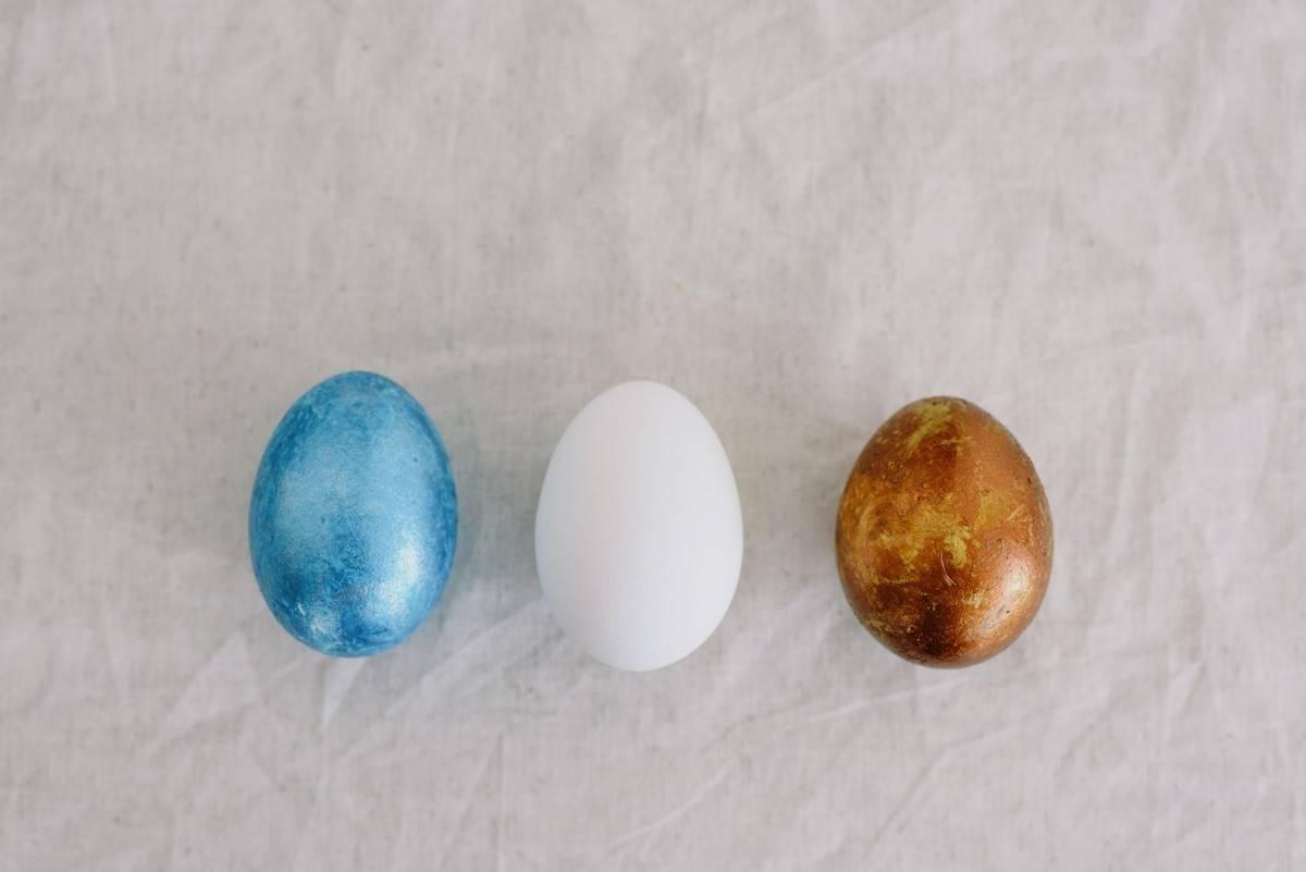 Гадание на яйце и воде: история, способы и толкование