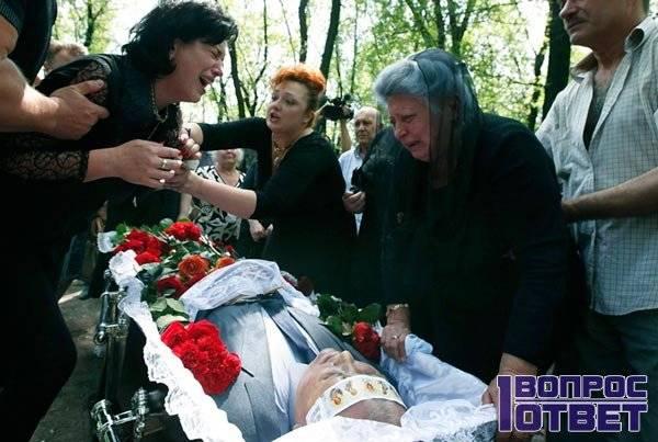 К чему снится кладбище по соннику